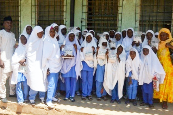 Volunteer students (150 girls and 50 boys) were trained on processing and packaging of sorghum. Photo: ICRISAT