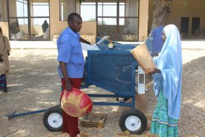 Cowpea seed threshing by mechanical thresher. Photo: Abou Togola