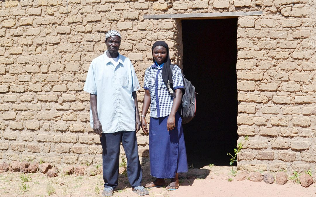 Access to improved varieties and warrantage services helps Malian farmers save for children's schooling