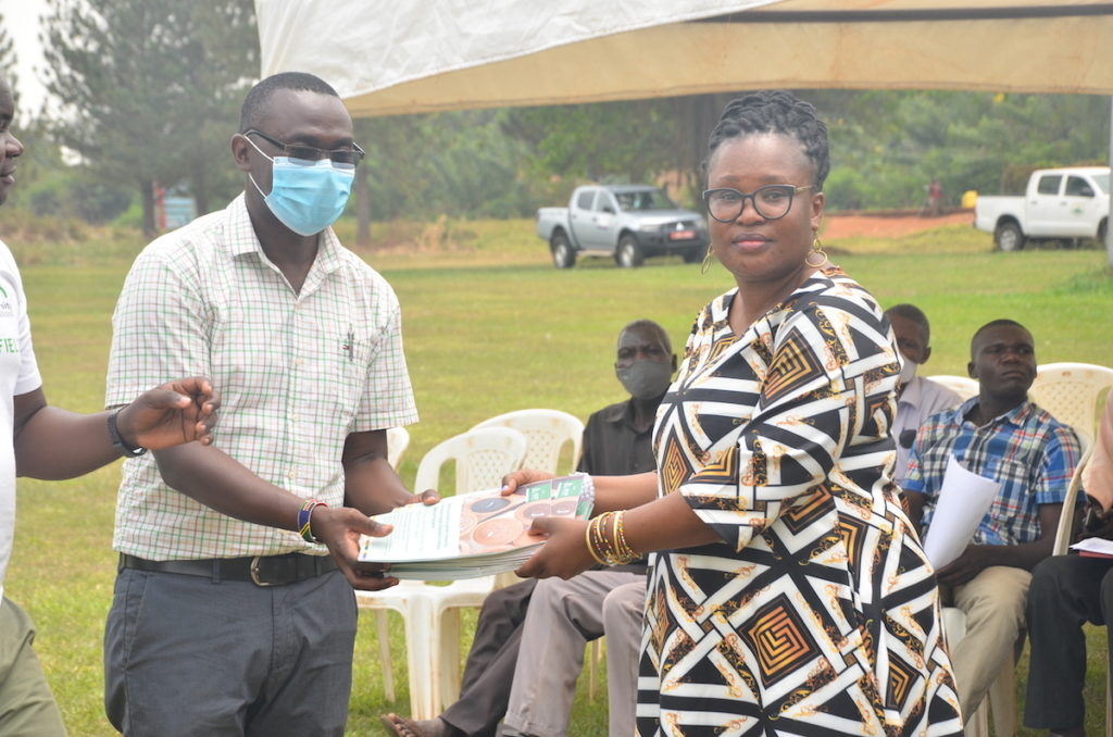 Dr. Gloria Otieno from the Alliance of Bioversity International and CIAT (Right) presenting seed catalogues to Dr. Ronald Kakeeto from the National Agricultural Research Organization of Uganda. Credit: Alliance of Bioversity international and CIAT/T. Recha