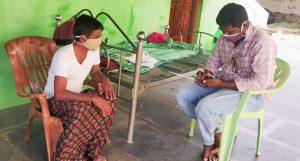 A survey team member interviewing a farmer in Ananthapuramu, Andhra Pradesh. Photo: ICRISAT
